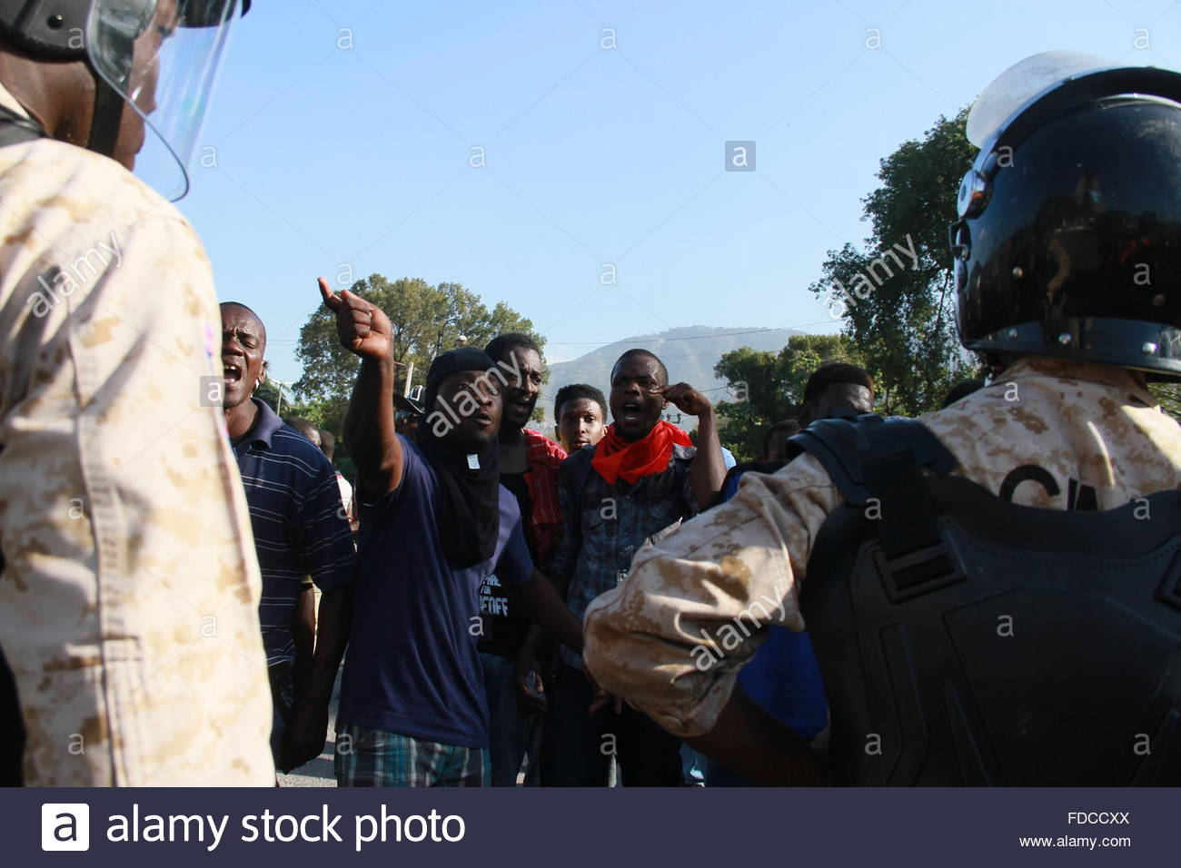Haiti. January 29th, 2016. HAITI, Port-au-Prince: Demonstrators shout at police officers holding the police perimeter - Stock Image