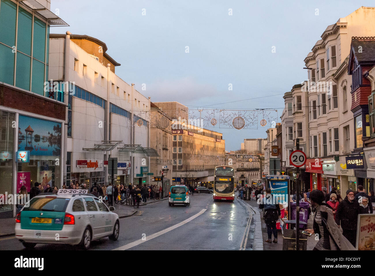 Buses and shoppers in Brighton city centre. - Stock Image