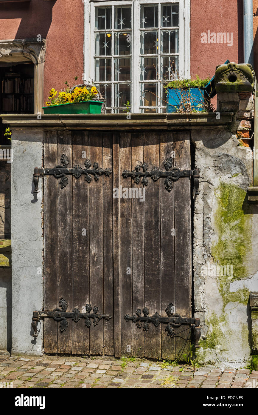 Old shed at the Beerstreet 52 (Piwna 52) in the old town center of Gdansk, Pomorskie, Poland, Europe - Stock Image