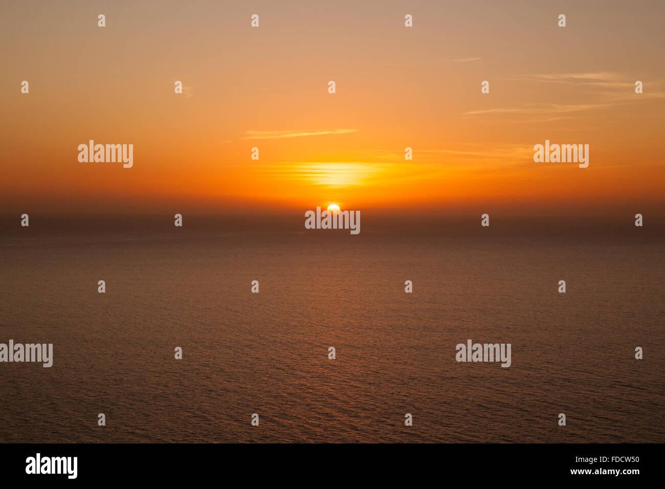 Sunset over North Atlantic Ocean with slight Omega phenomenon at Puerto Rico, Gran Canaria, Spain. - Stock Image