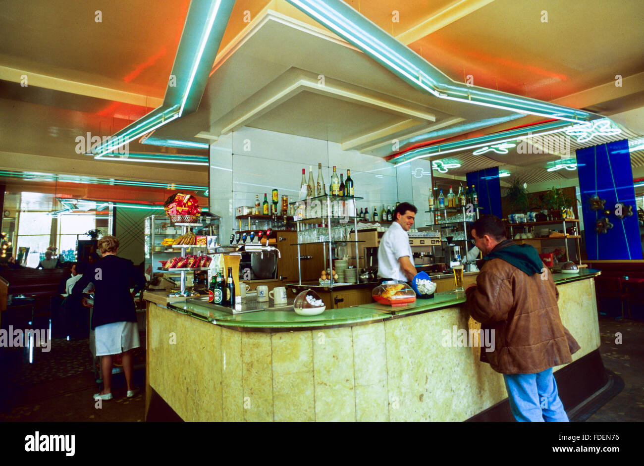 Cafe 1950s Retro Stock Photos & Cafe 1950s Retro Stock Images - Alamy