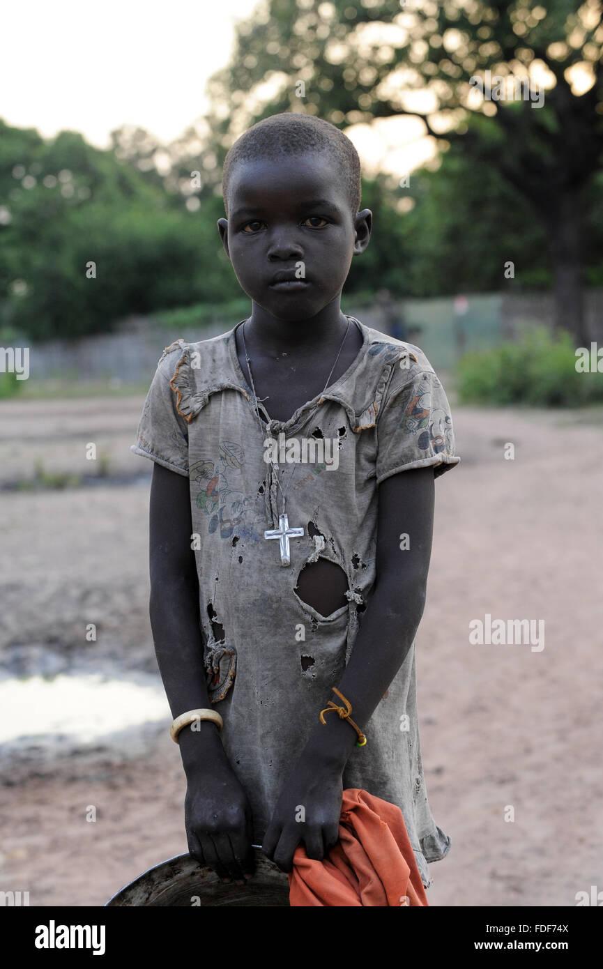 SOUTH-SUDAN Lakes state, Rumbek, Dinka child with cross / SUED-SUDAN Rumbek, Dinka Maedchen mit Kreuz - Stock Image