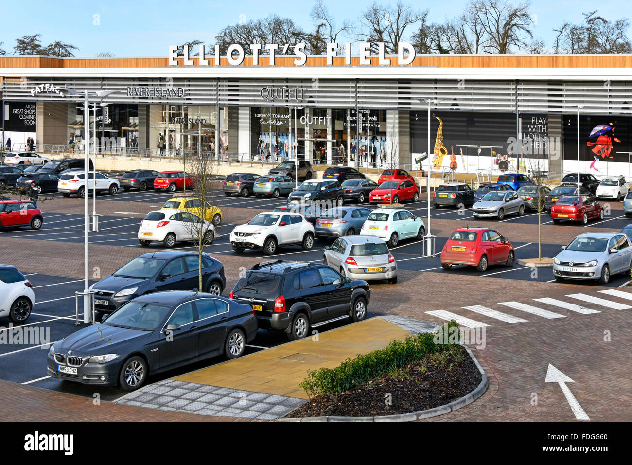 Shop units in Elliotts Field retail park with free car parking at Rugby Warwickshire - Stock Image