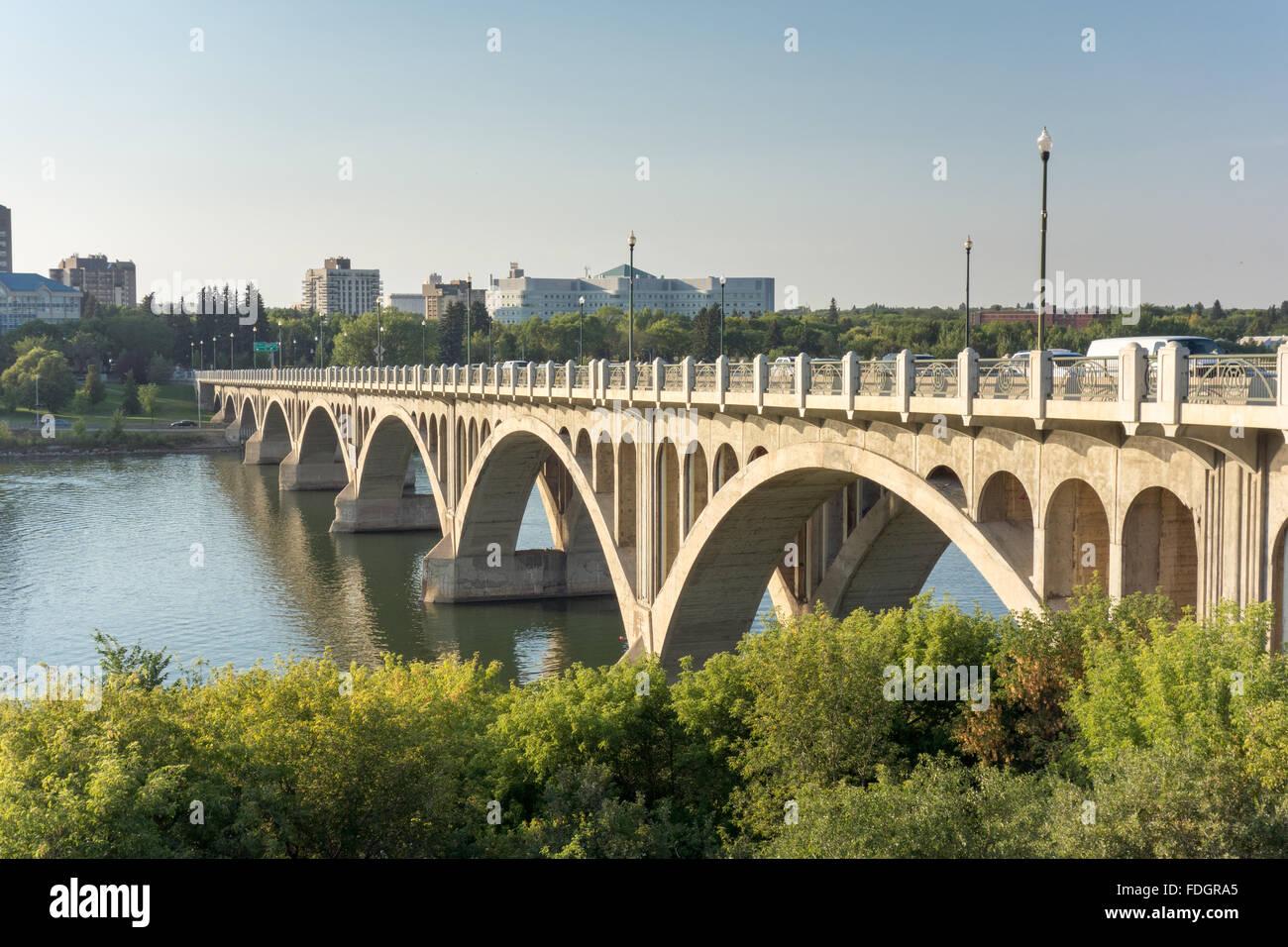 Bridge over the South Saskatchewan River, Saskatoon, Canada - Stock Image
