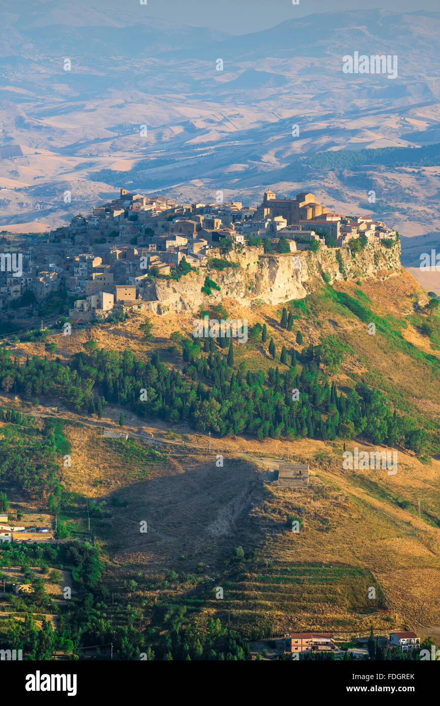 Sicily hill town, aerial view at sunrise of the hill-top town of Calascibetta, central Sicily. - Stock Image