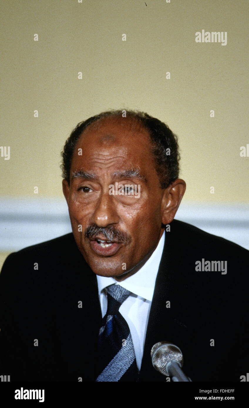 Washington, DC., USA, 6th August, 1981 Anwar Sadat President of Egypt talks with reporters in the Blair House dining - Stock Image