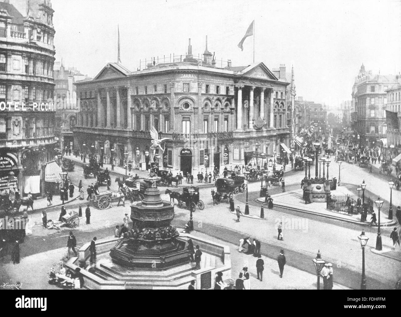 LONDON: Piccadilly Circus- Shaftesbury Memorial fountain & Pavilion, 1896 - Stock Image
