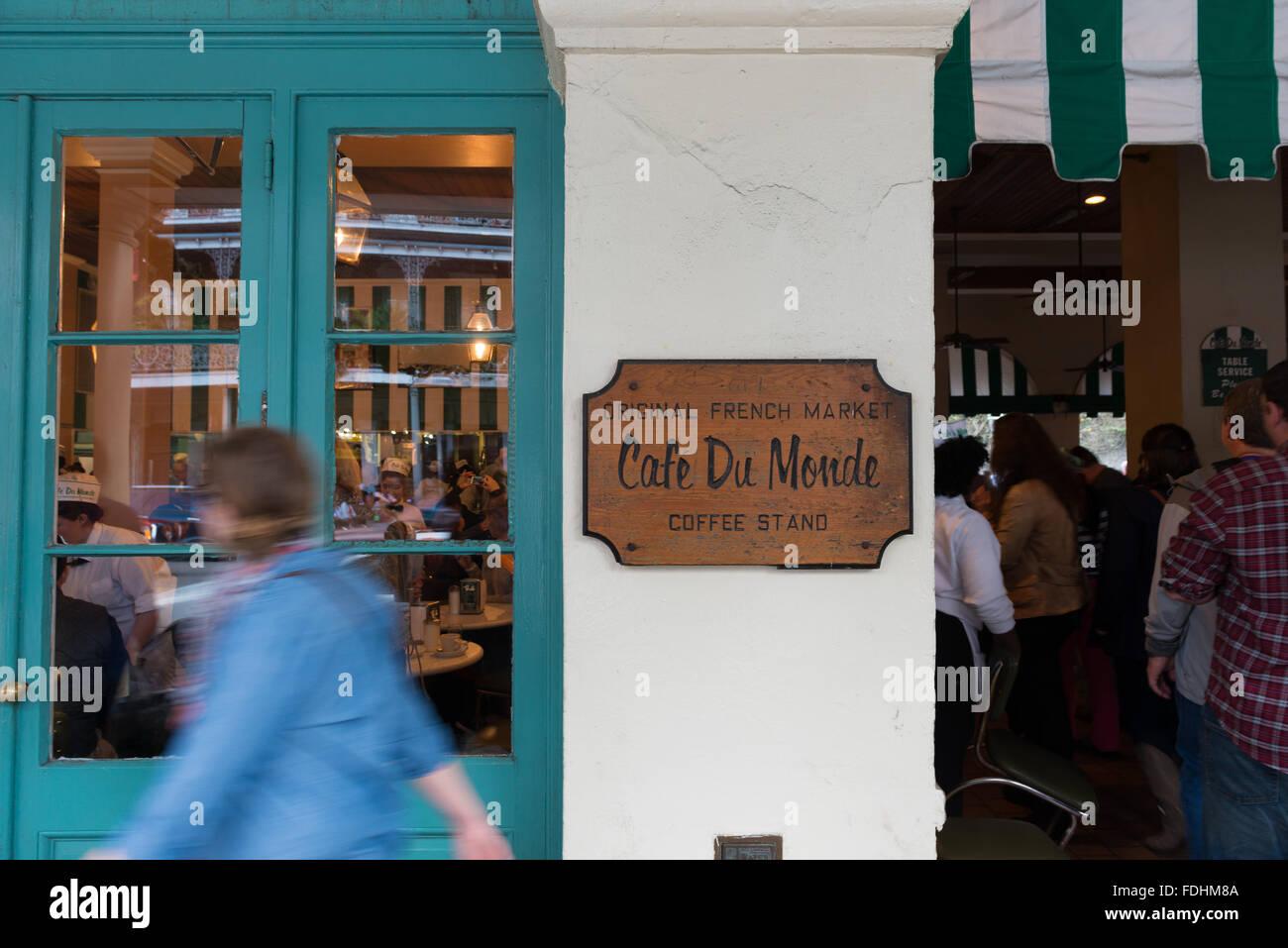 Cafe du Monde in French Quarter, New Orleans - Stock Image