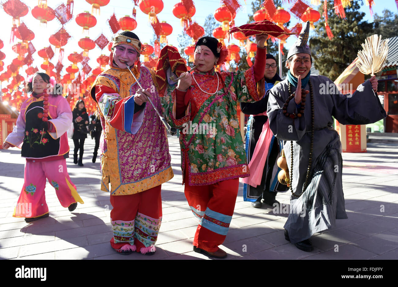 Beijing, China. 1st Feb, 2016. Folk artists rehearse for a upcoming temple fair to celebrate the Chinese Lunar New Stock Photo
