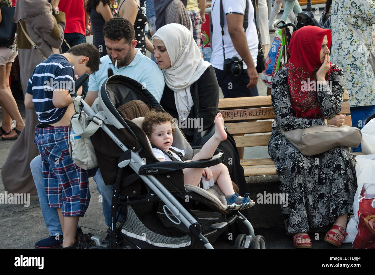 Syrian immigrant family with four member in istanbul - Stock Image