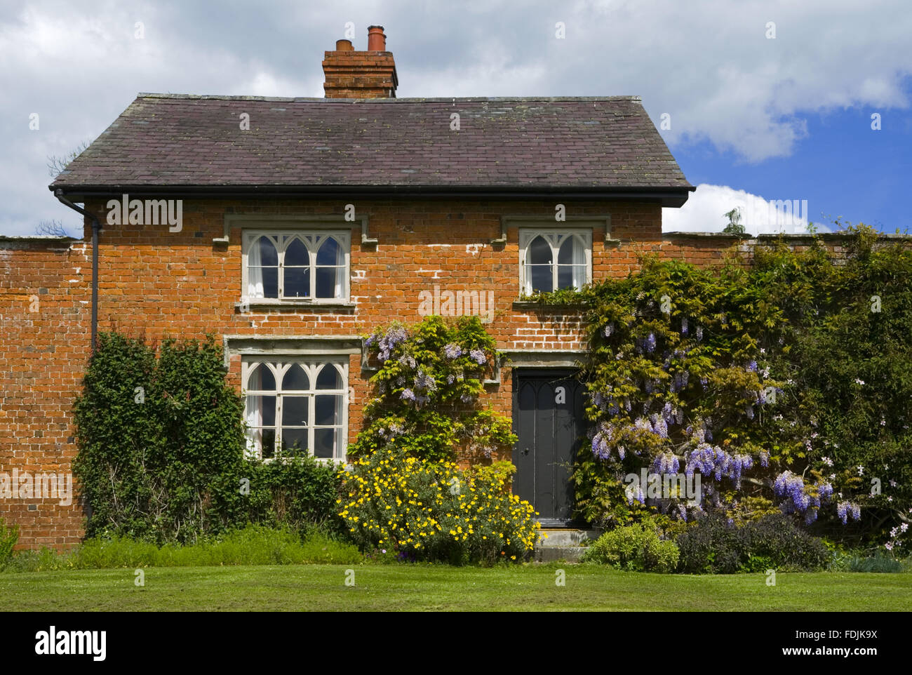 Traditional Cottage With Walled Garden Stock Photos & Traditional ...