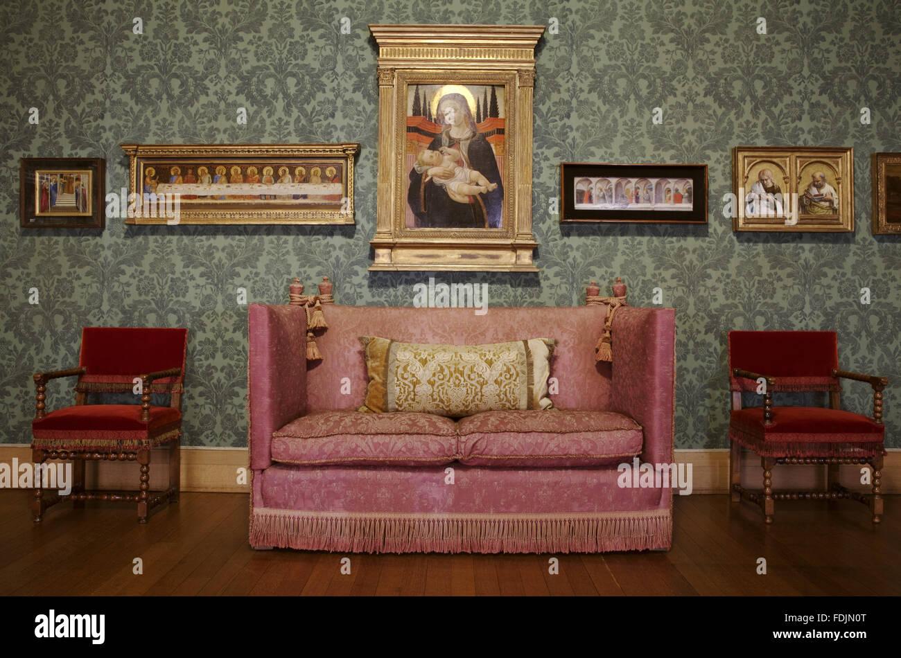 Peachy One Of The Knole Sofas In The Picture Gallery At Upton House Inzonedesignstudio Interior Chair Design Inzonedesignstudiocom