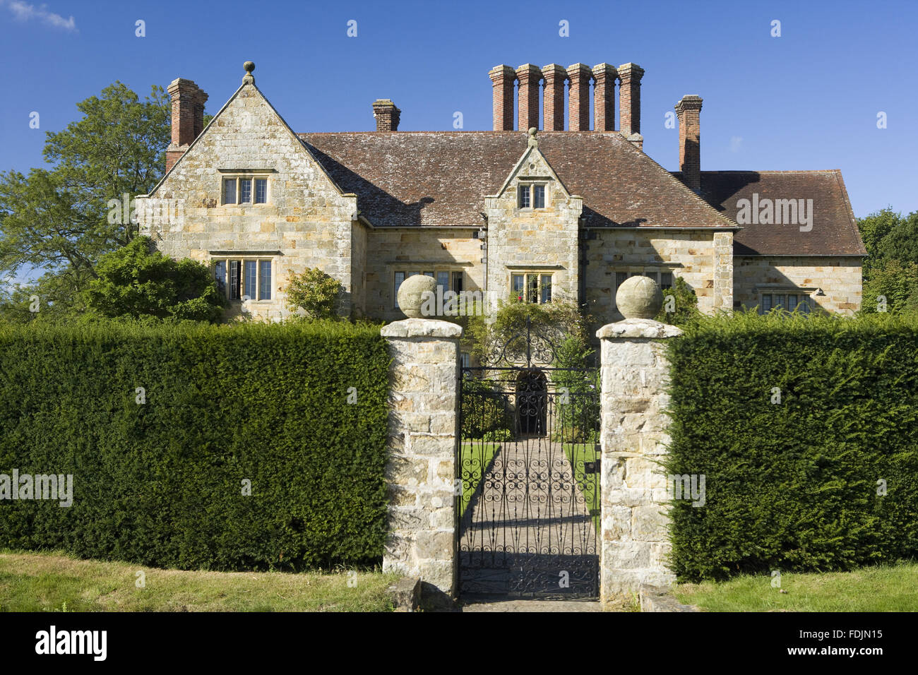 bateman 39 s the jacobean house that was the home of rudyard. Black Bedroom Furniture Sets. Home Design Ideas
