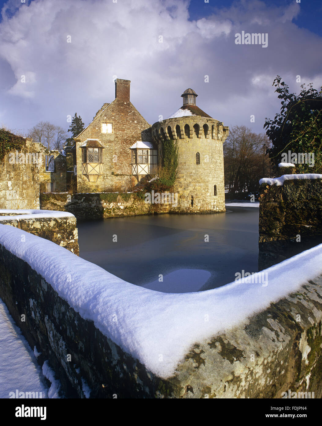 The picturesque fourteenth-century ruined castle and moat in winter, under a heavy snow at Scotney Castle, Lamberhusrt, - Stock Image