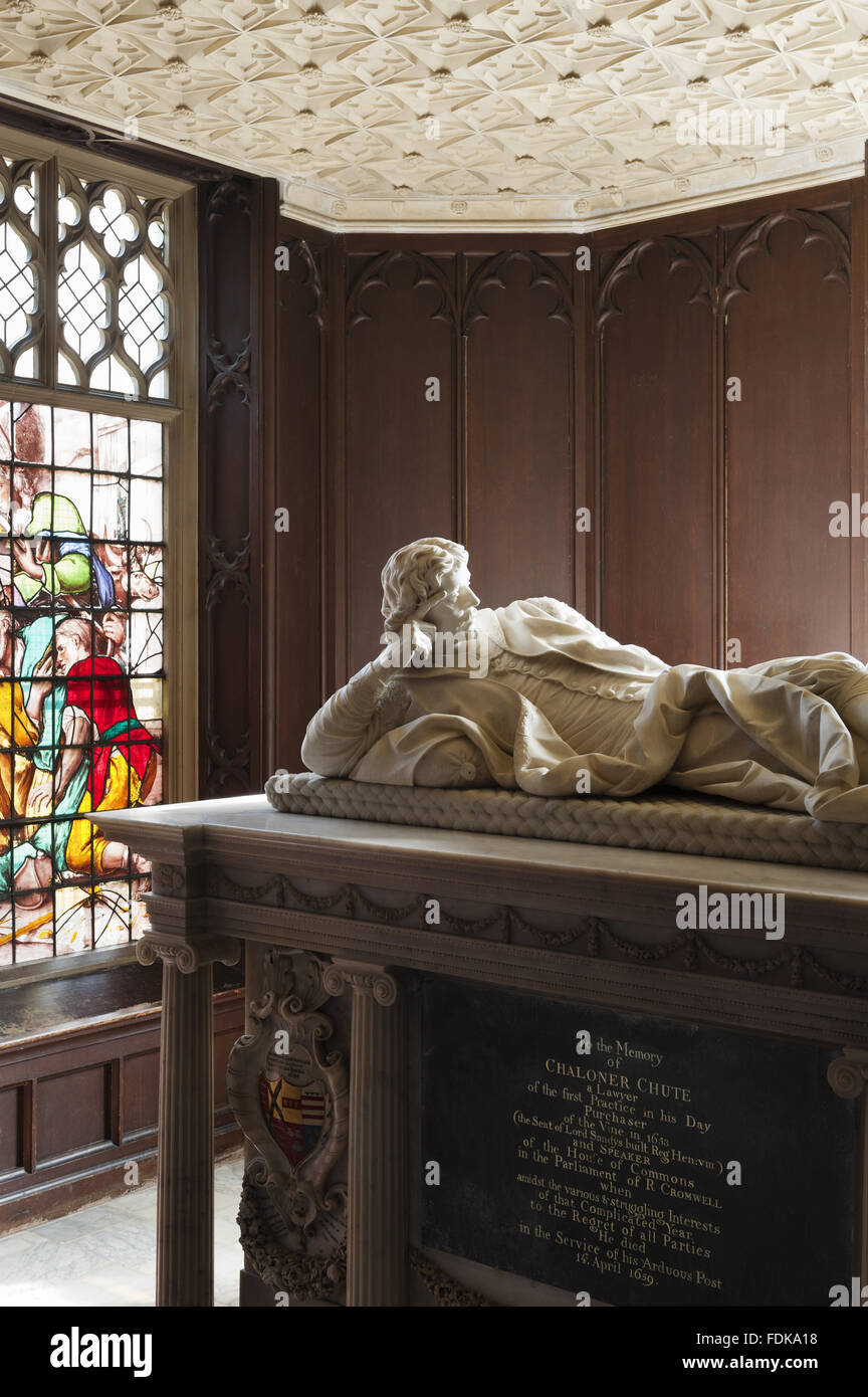 Carrara marble sculpture, Monument to Chaloner Chute (c.1595-1659) by Thomas Carter the younger (d. Knightsbridge Stock Photo