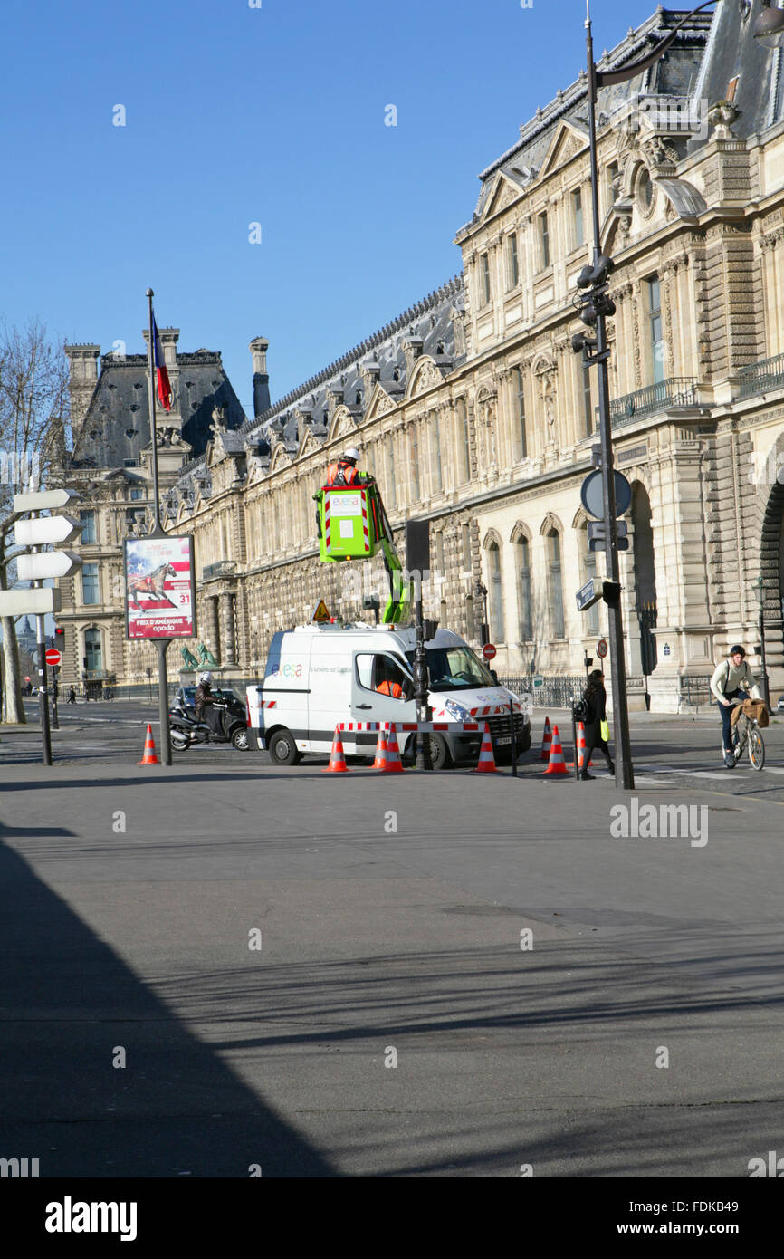 Workers changing the street light next to the Louvre museum, Paris, France,Europe - Stock Image