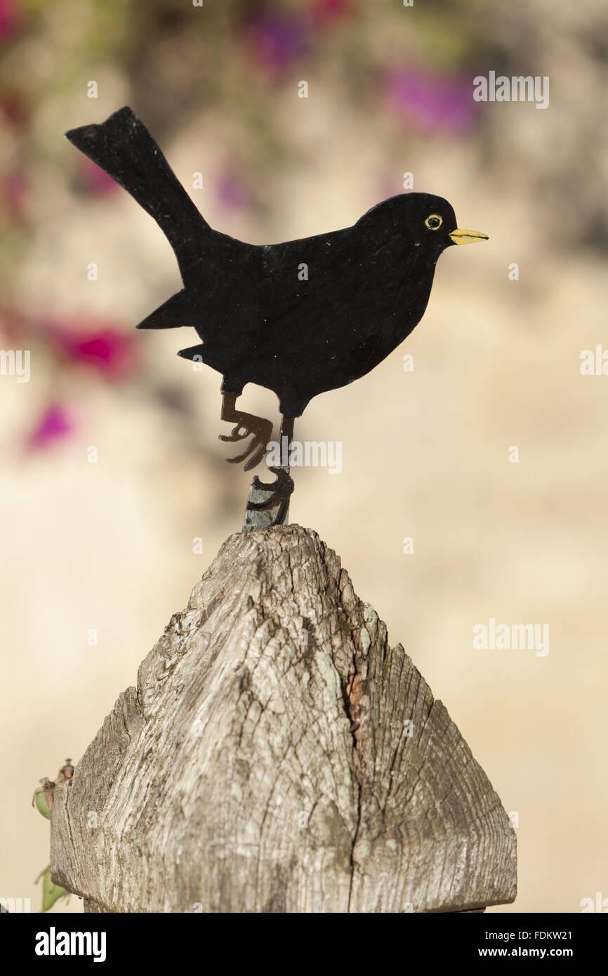 Blackbird ornament on a gatepost in Buscot village, Oxfordshire. - Stock Image