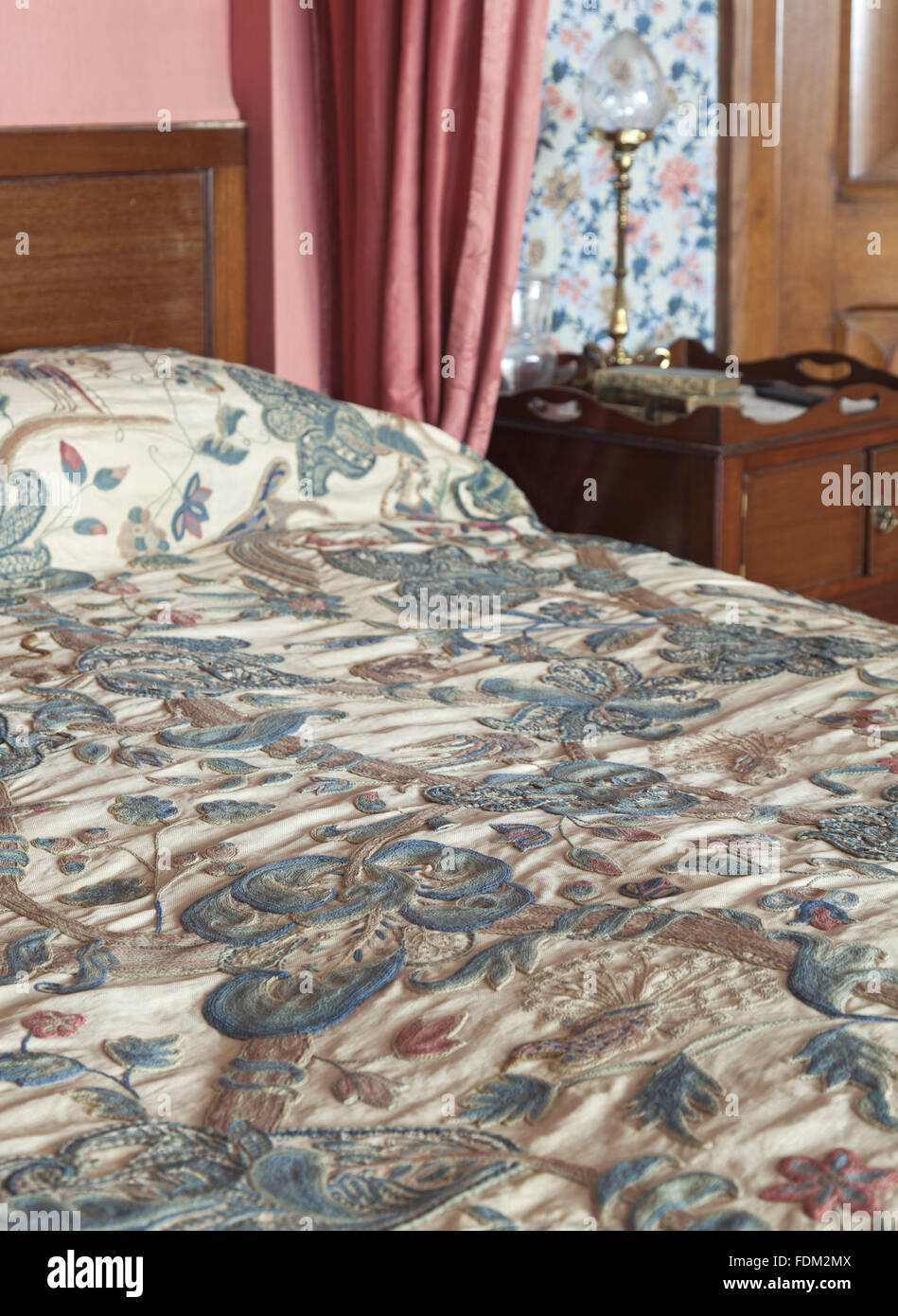 The Embroidered Bedspread On The Mahogany Four Poster Bed In The Stock Photo Alamy
