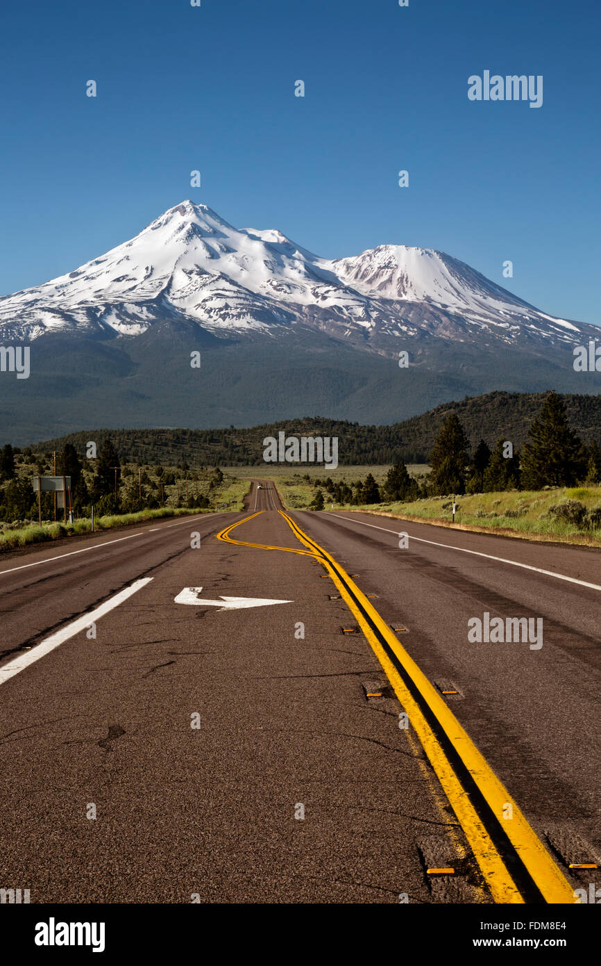 CA02673-00...CALIFORNIA - Mount Shasta from Highway 97 east of Weed. - Stock Image