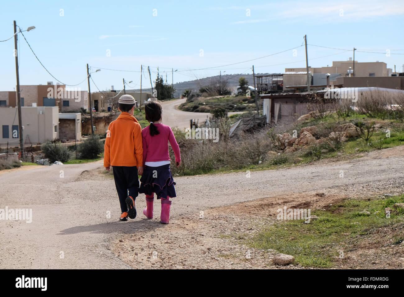 Kida, Israel. 1st February, 2016. Children walk the paths of the unauthorized settlement of Kida near Shiloh, housing - Stock Image