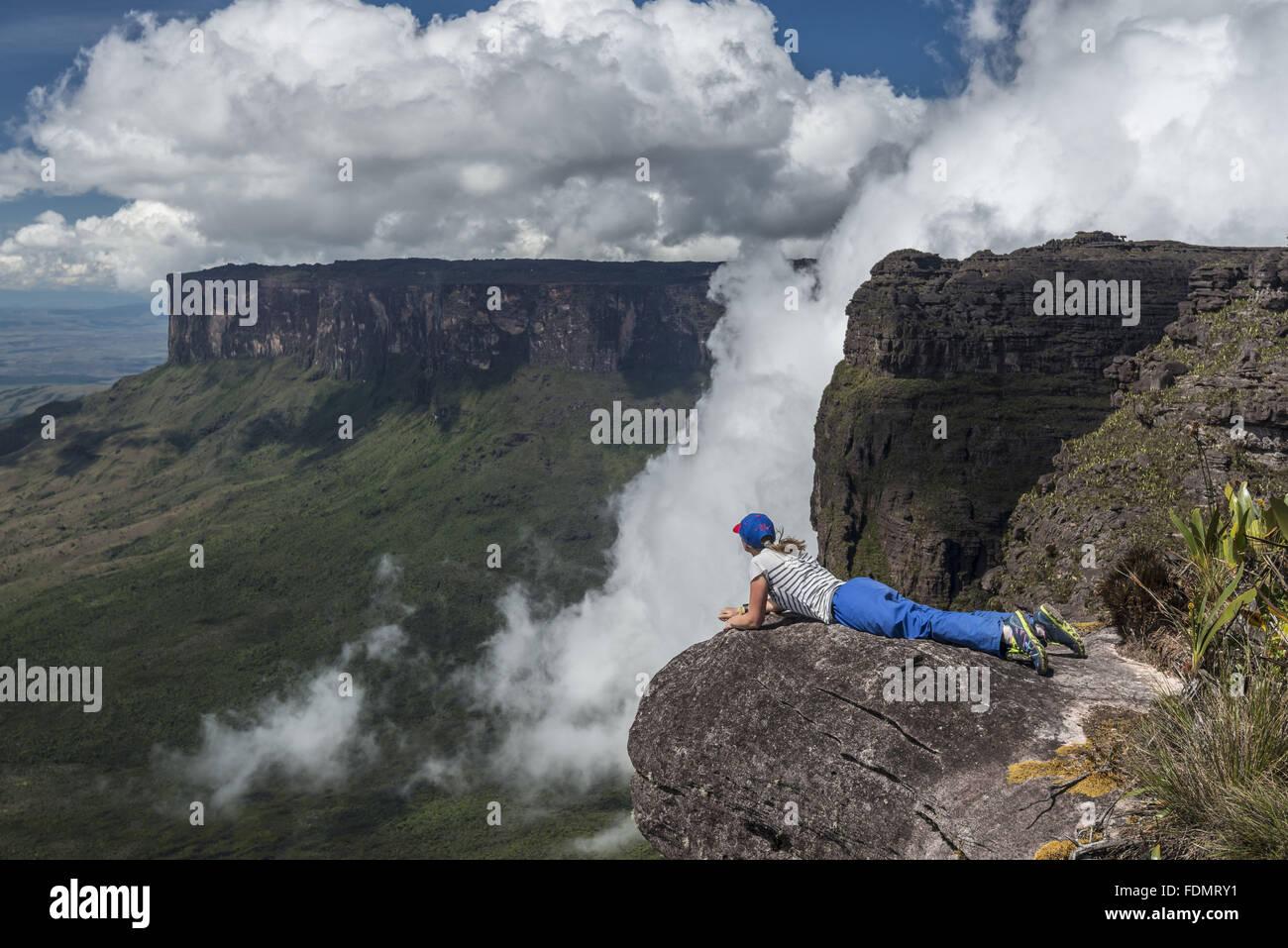 Tourist contemplating the landscape of Mount Roraima National Park - Sierra de Pacaraima - Stock Image