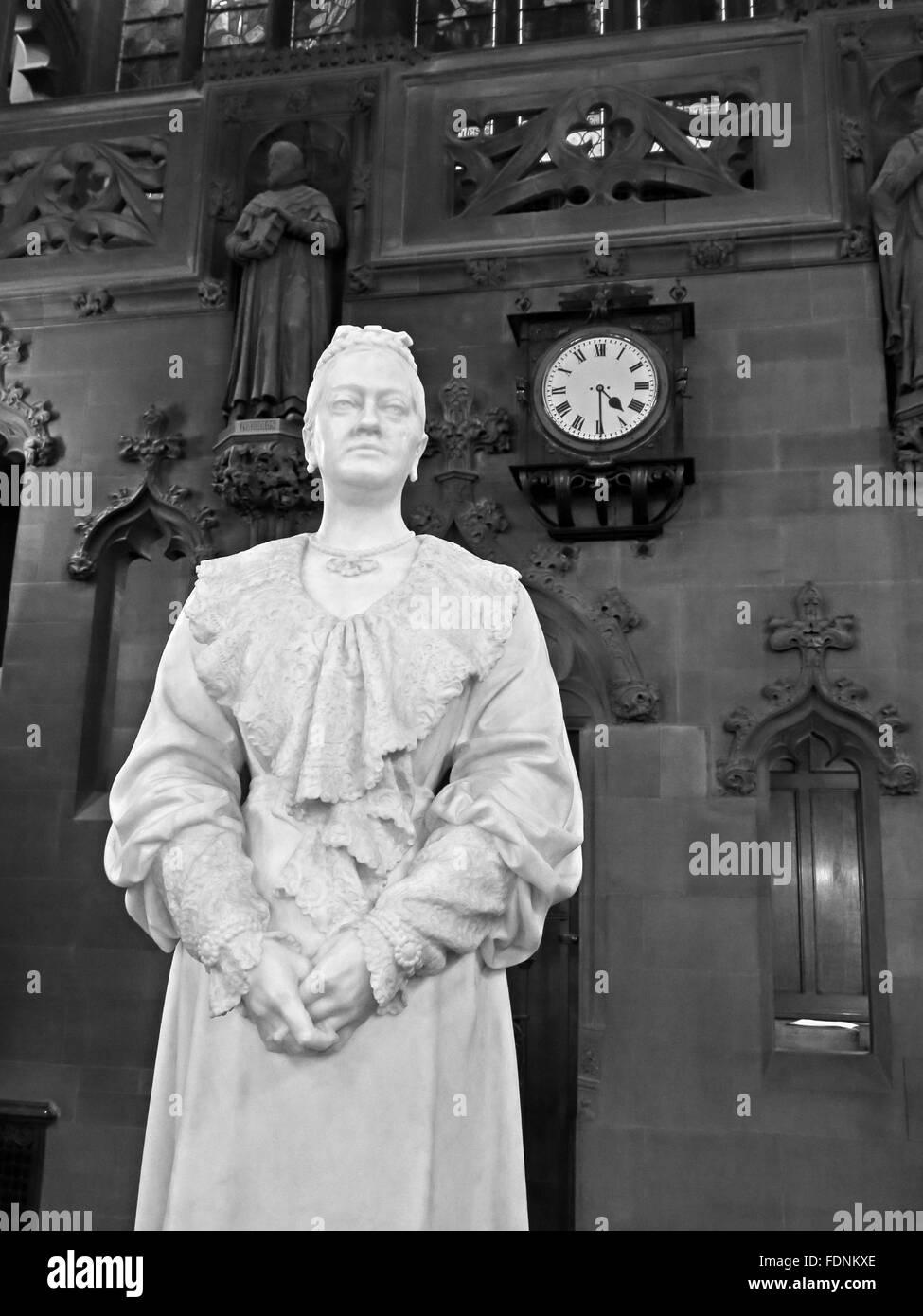 John Rylands Library Interior,Deansgate,Manchester,England,UK - Enriqueta Augustina Rylands (1907) statue Mono Stock Photo