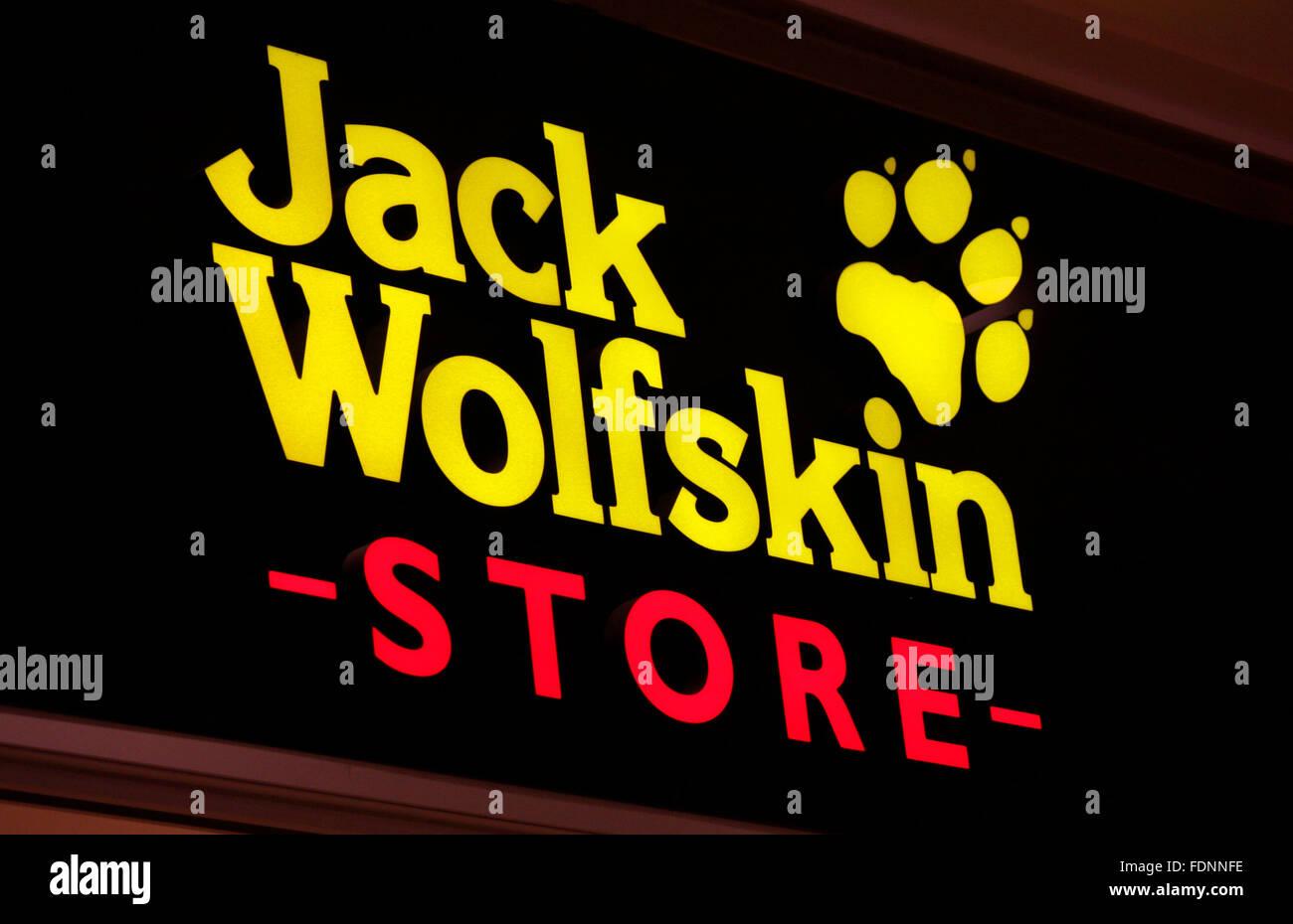 the best attitude cb271 4f389 Jack Wolfskin Stock Photos & Jack Wolfskin Stock Images - Alamy