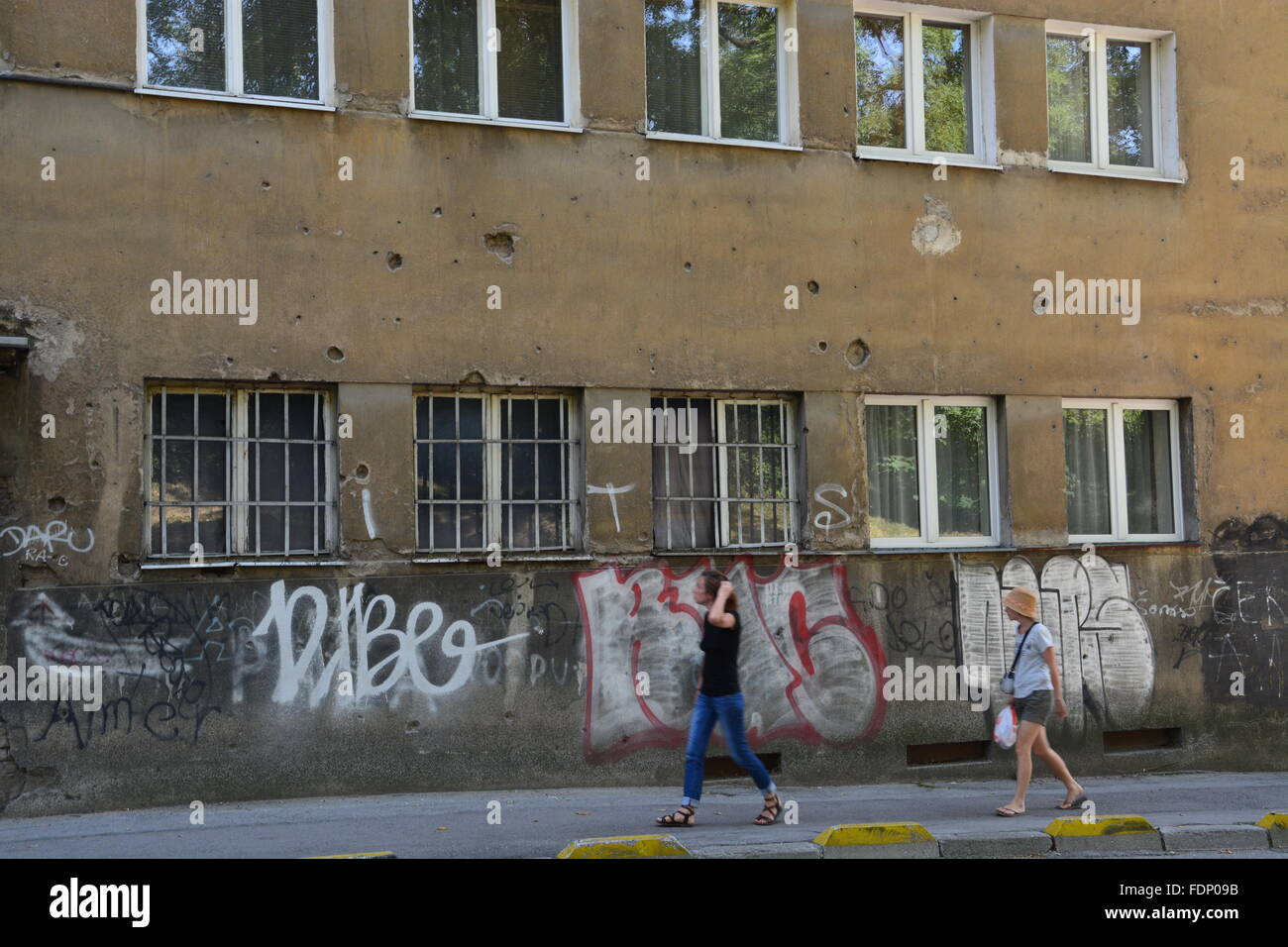 Damage from a bullet scarred apartment building in Sarajevo provides a reminder of the Bosnian War - Stock Image