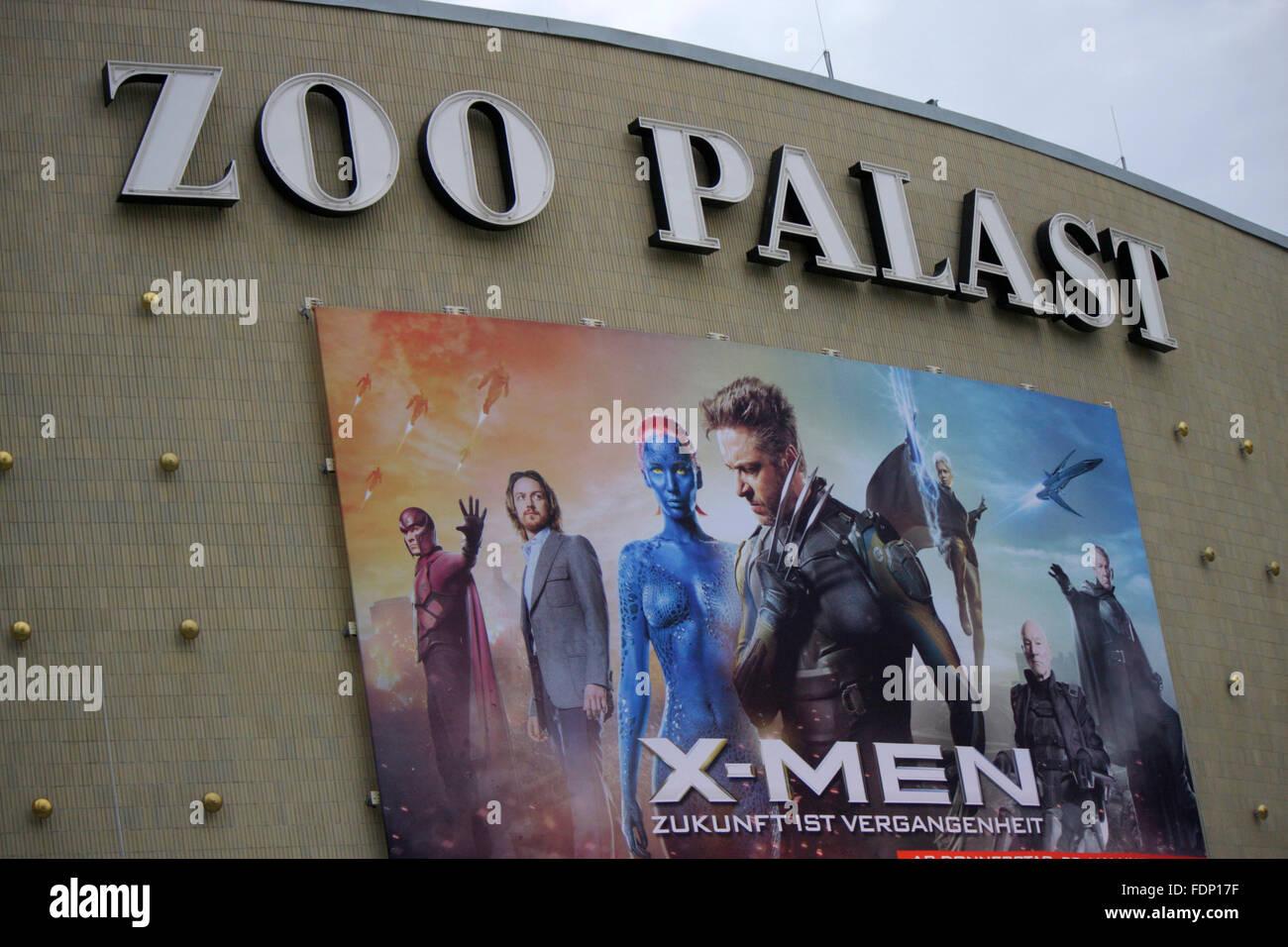 Zoo Palast mit Werbung fuer Spielfilm 'X-Men', Berlin-Charlottenburg. - Stock Image