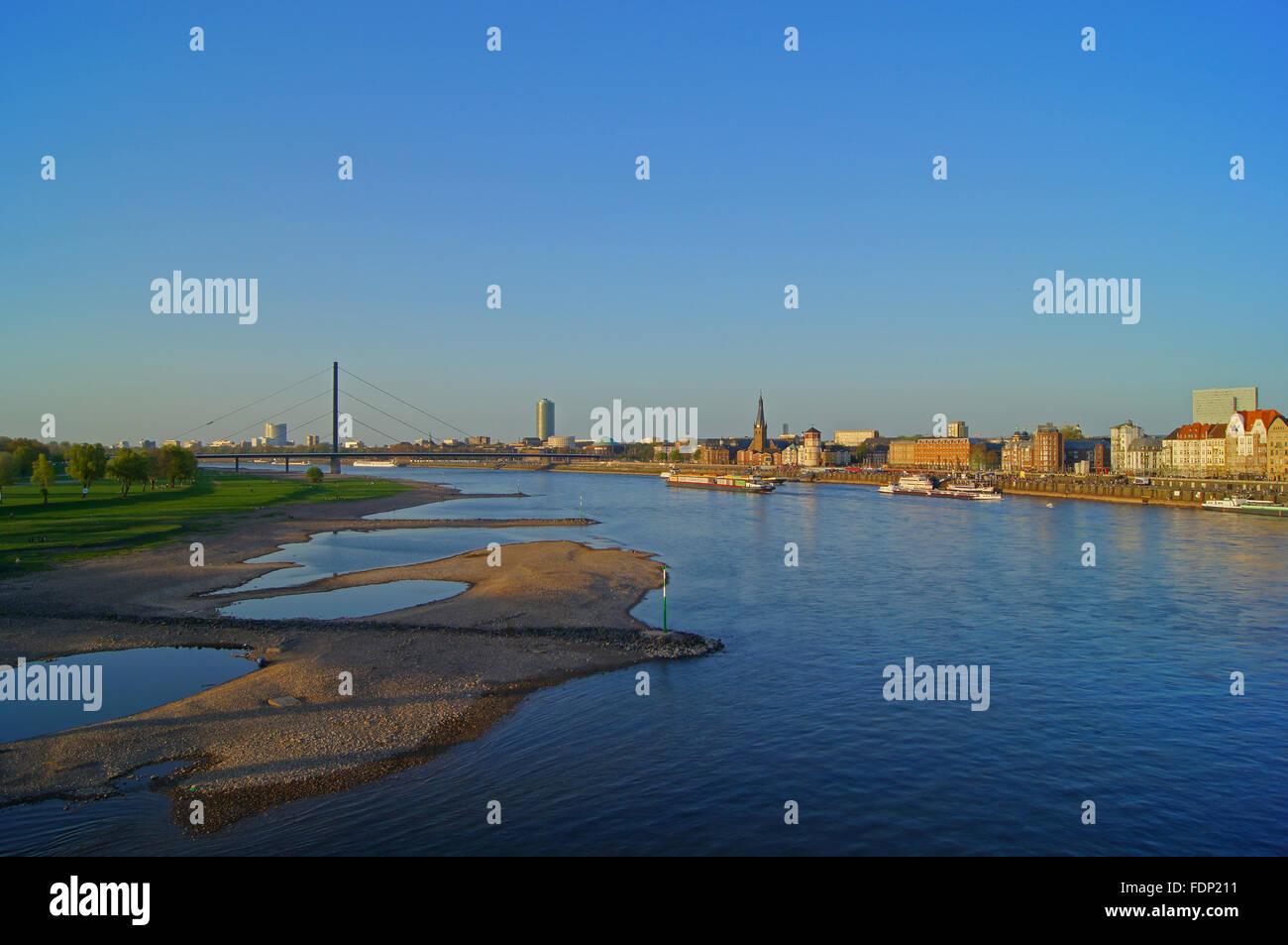 city view,düsseldorf,rhine promenade - Stock Image