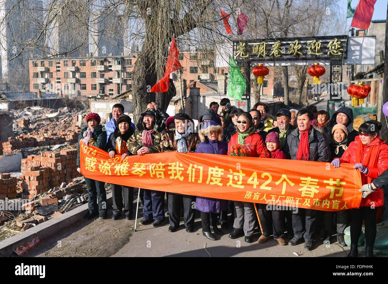 Siping, China's Jilin Province. 1st Feb, 2016. Volunteers and residents pose for photos in Siping, northeast - Stock Image