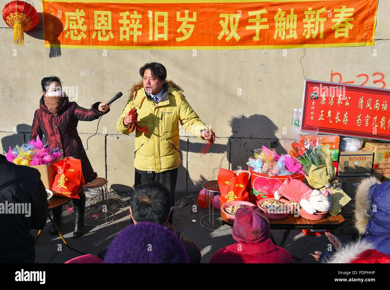 Siping, China's Jilin Province. 1st Feb, 2016. Blind resident Sun Yan (C) performs in Siping, northeast China's - Stock Image