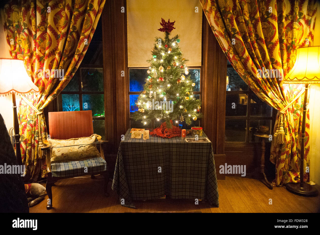 Christmas tree with presents in Crathes Castle in Aberdeenshire, Scotland. - Stock Image