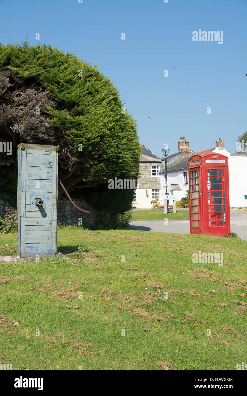 The old water pump and red telephone box in the picturesque village of Chapel Amble, North Cornwall - Stock Image