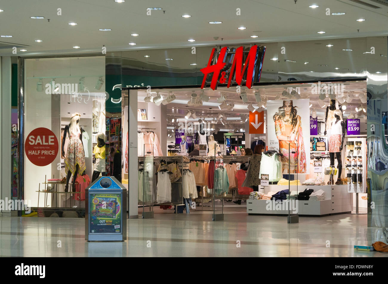 H&M shop window and entrance in Braehead Shopping Centre, Clydebank, Scotland, UK  Model Release: No.  Property - Stock Image
