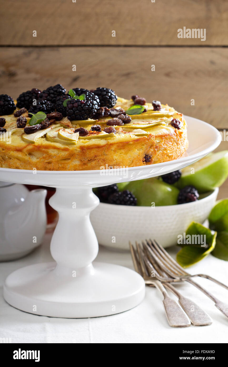 Kugel traditional dish baked pasta pie with apples - Stock Image