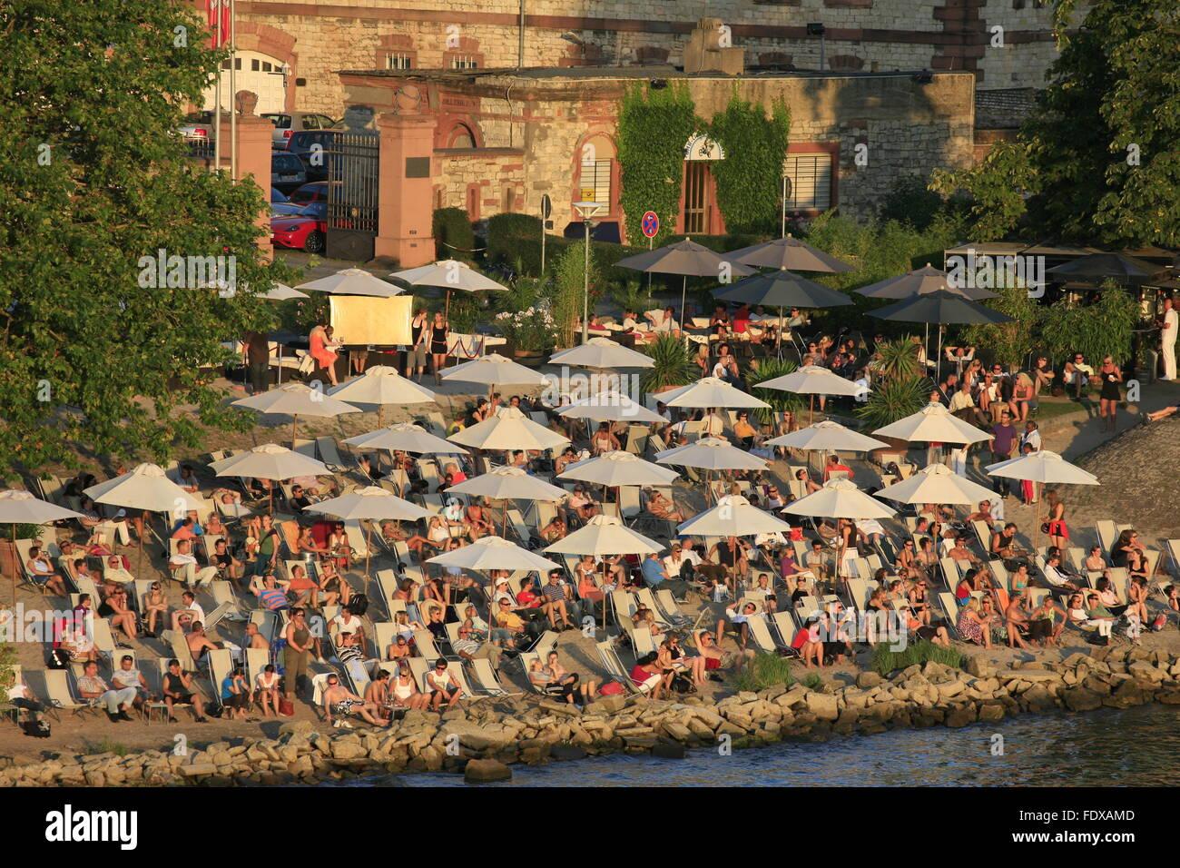Deutschland, Hessen, Wiesbaden, Stadtteil Mainz-Kastel, beach cafe - Stock Image