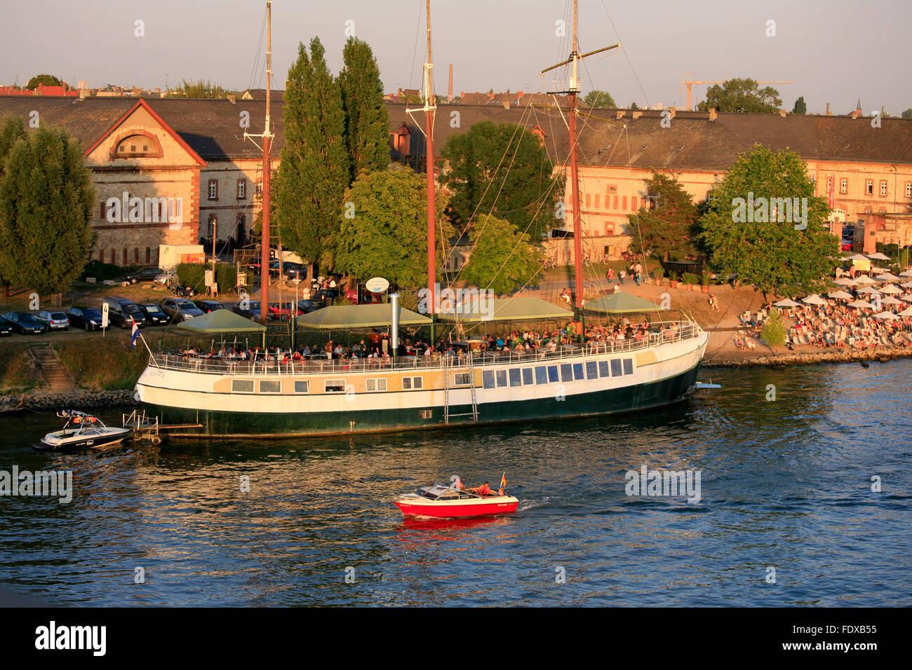 Deutschland, Hessen, Wiesbaden, Stadtteil Mainz-Kastel, beach cafe and restaurant ship - Stock Image
