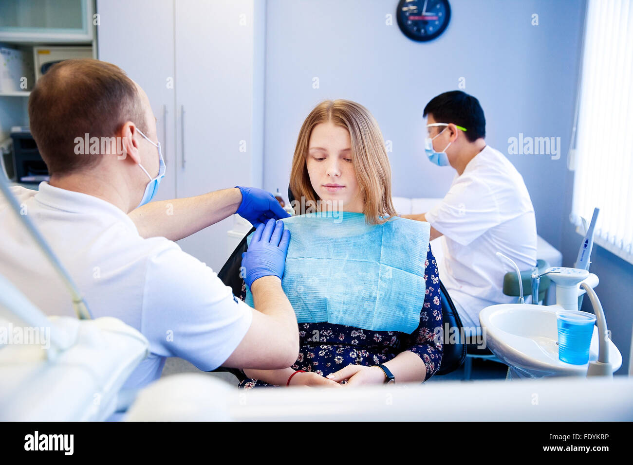 dentist treats teeth - Stock Image