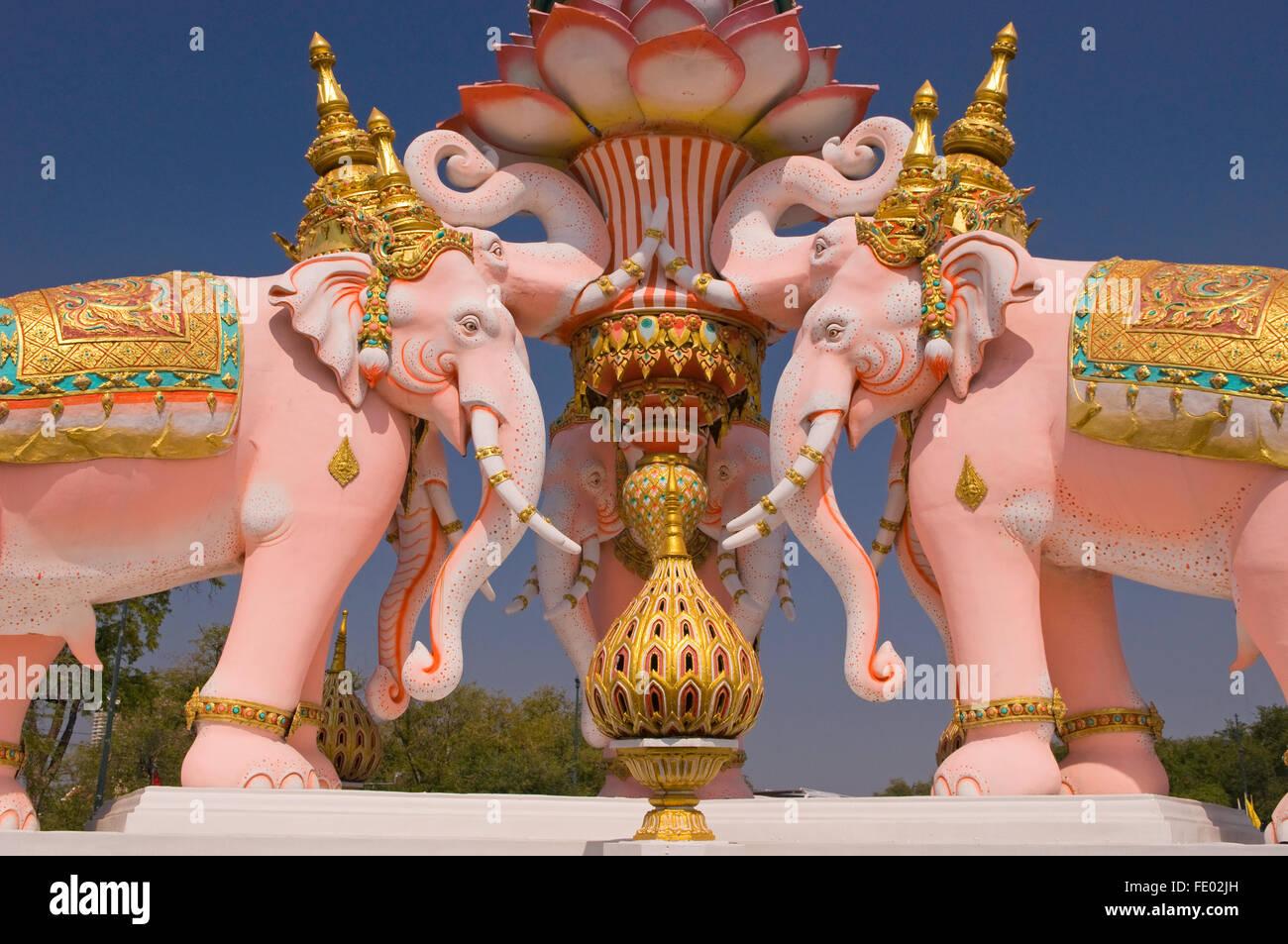 Ornamental pink elephants in Bangkok, Thailand - Stock Image