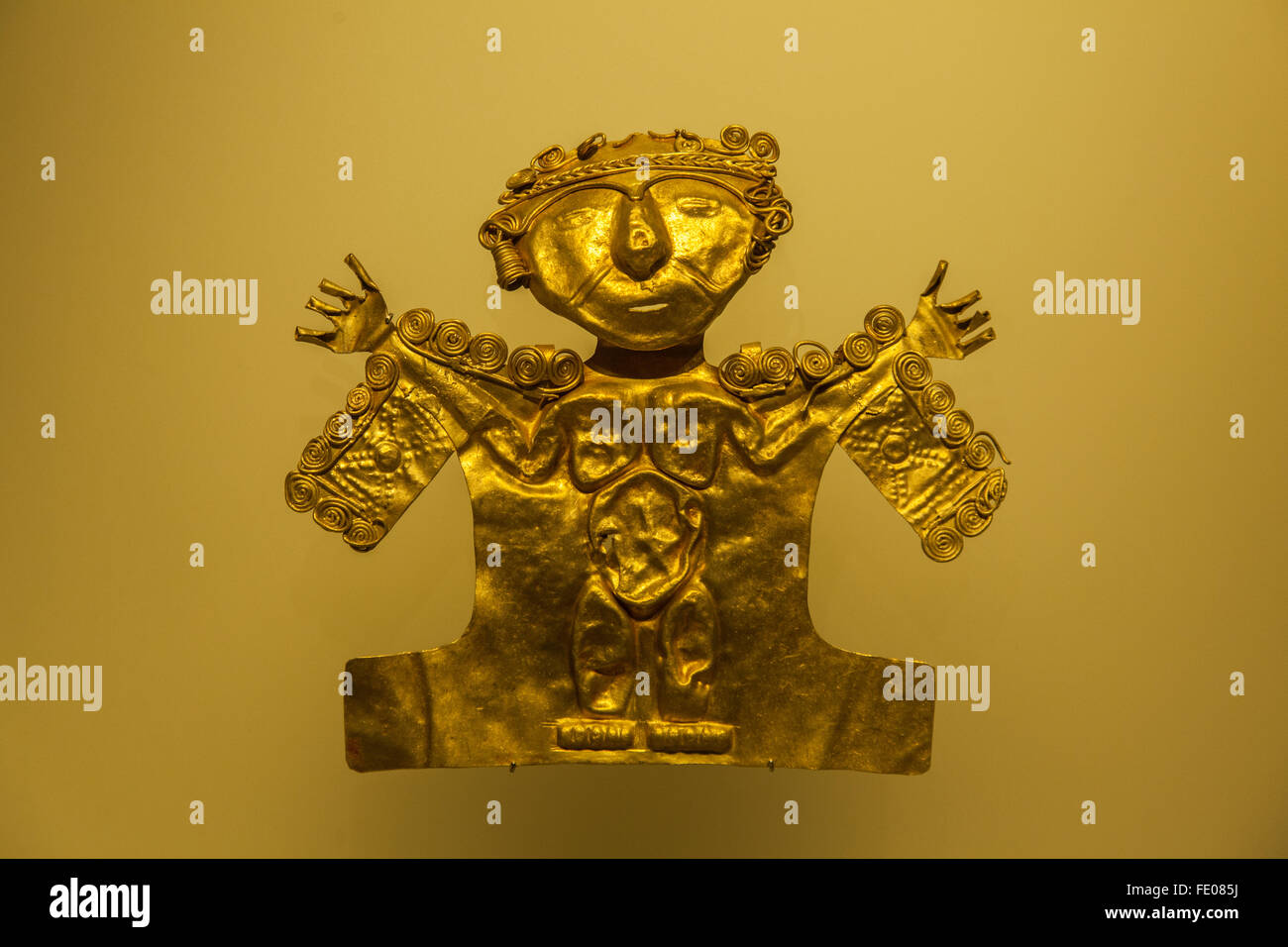 Items on display in the Gold Museum (El Museo del Oro) in Bogota, Colombia - Stock Image