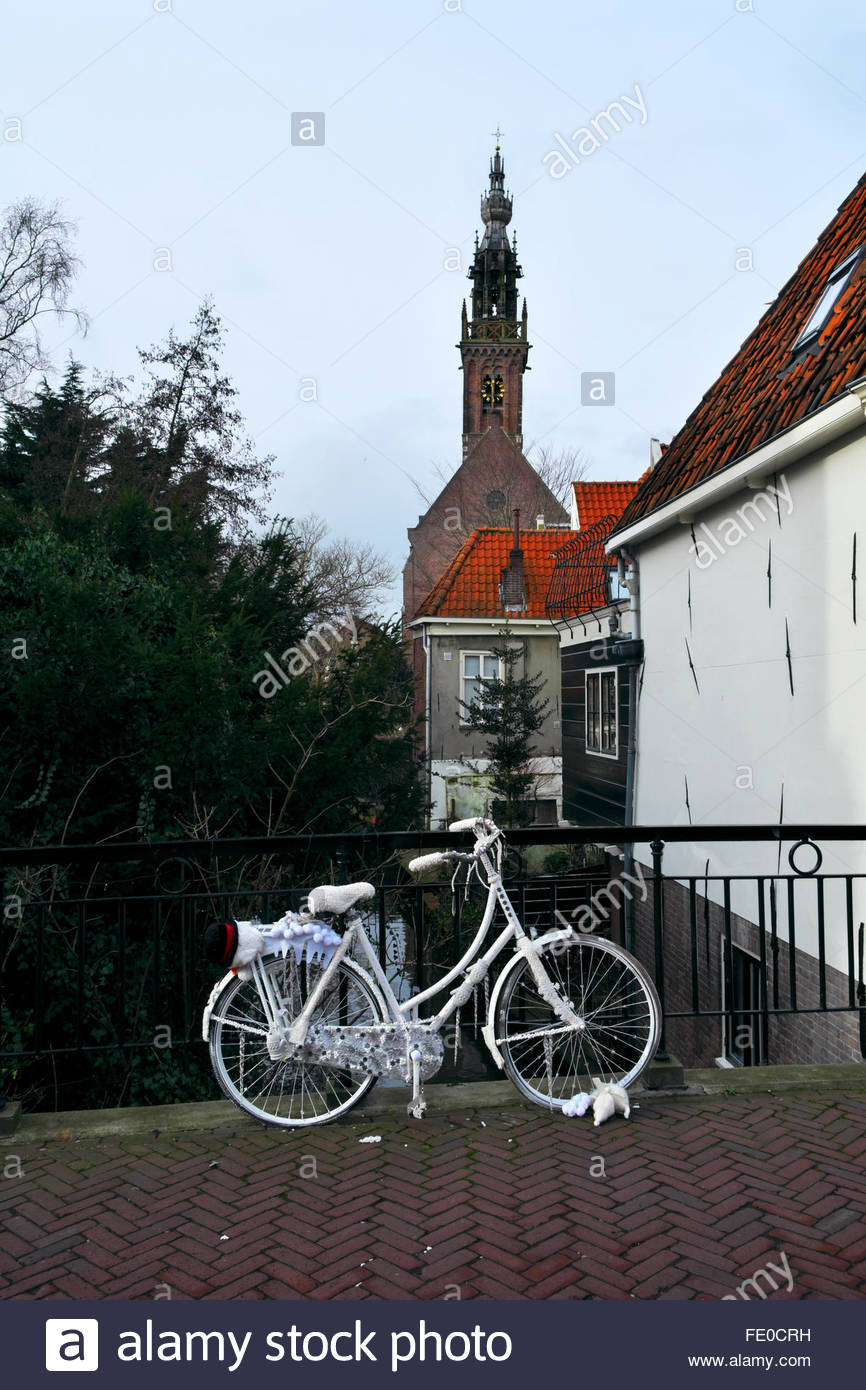 The Speeltoren of the Kleine Kerk, a decorated bicycle in foreground. - Stock Image