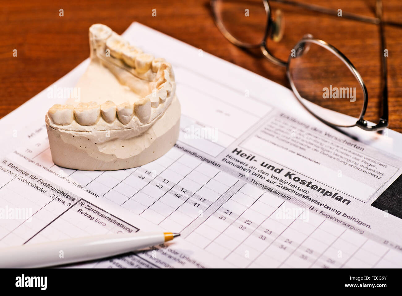 Curative costing plan for dental prostheses - Stock Image