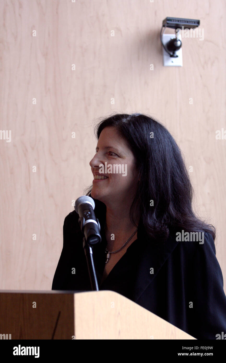 New York City, NY, USA. 3rd February, 2016. Laura Poitras speaks to members of the press during a preview of her - Stock Image