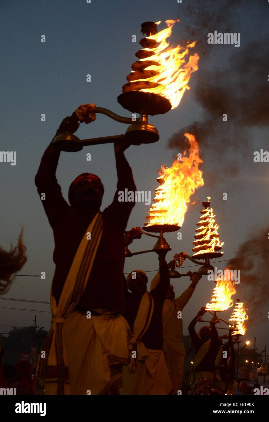 Allahabad, India. 03rd Feb, 2016. Priest rotates the traditional oil lamp as he offer evening prayer at Sangam, - Stock Image