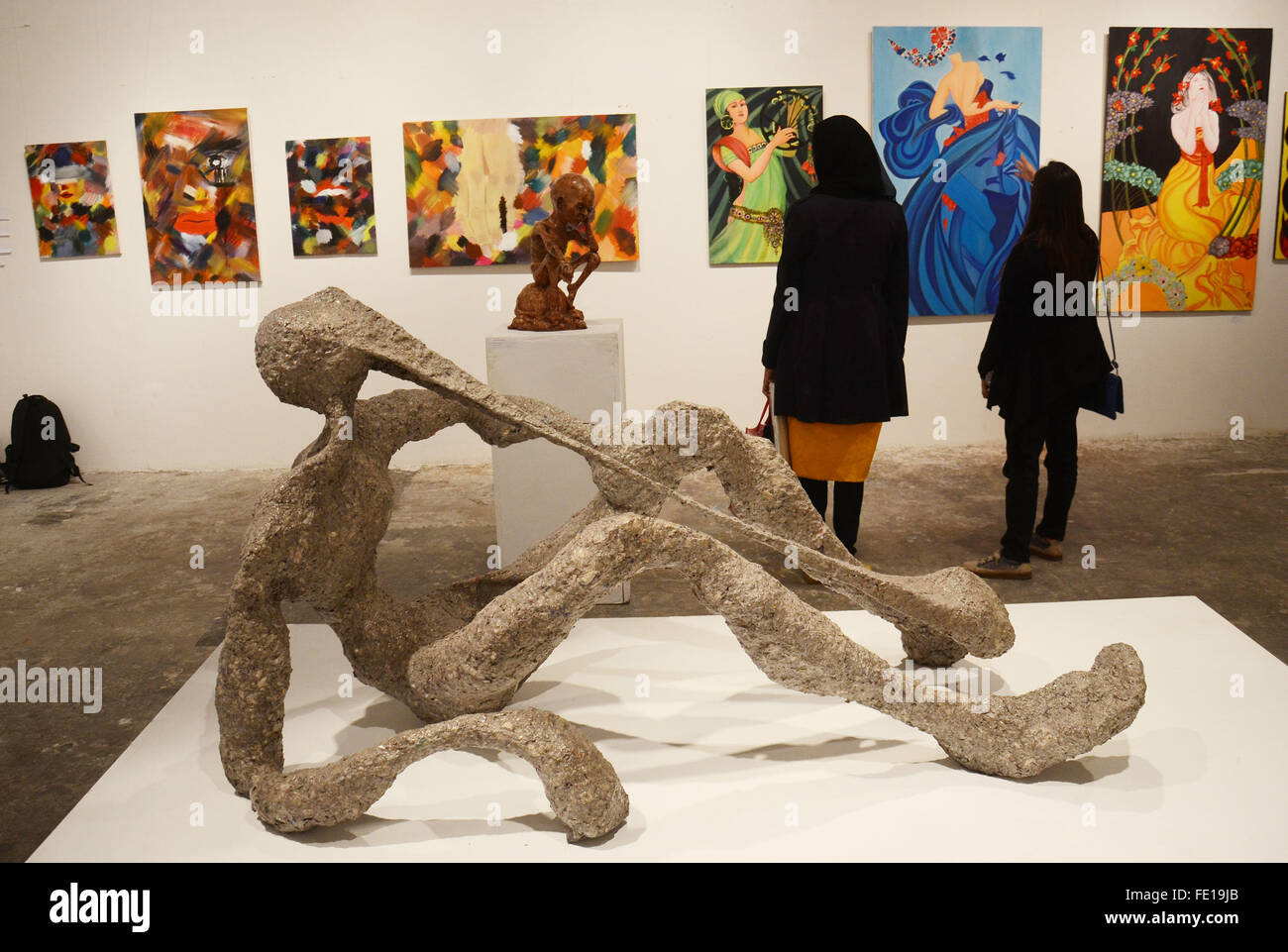 Lahore, Pakistan. 03rd Feb, 2016. Pakistani Traditional Arts and Fine Arts Students taking keen interest in art - Stock Image