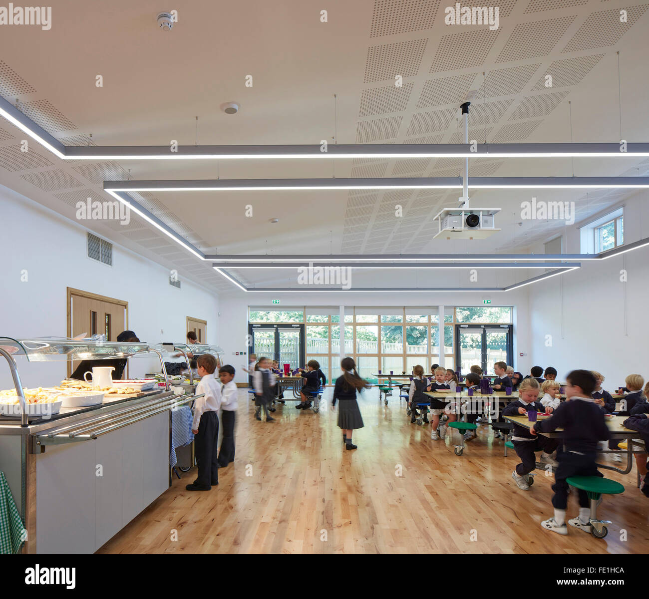 Children at lunch in multi-functional hall. Willow Lodge, The King's Infant School, Chester, United Kingdom. - Stock Image