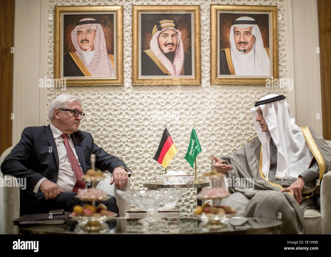 Bundesaußenminister Frank-Walter Steinmeier (SPD) spricht mit seinem saudischen Amtskollegen Adel al-Dschubeir am Stock Photo