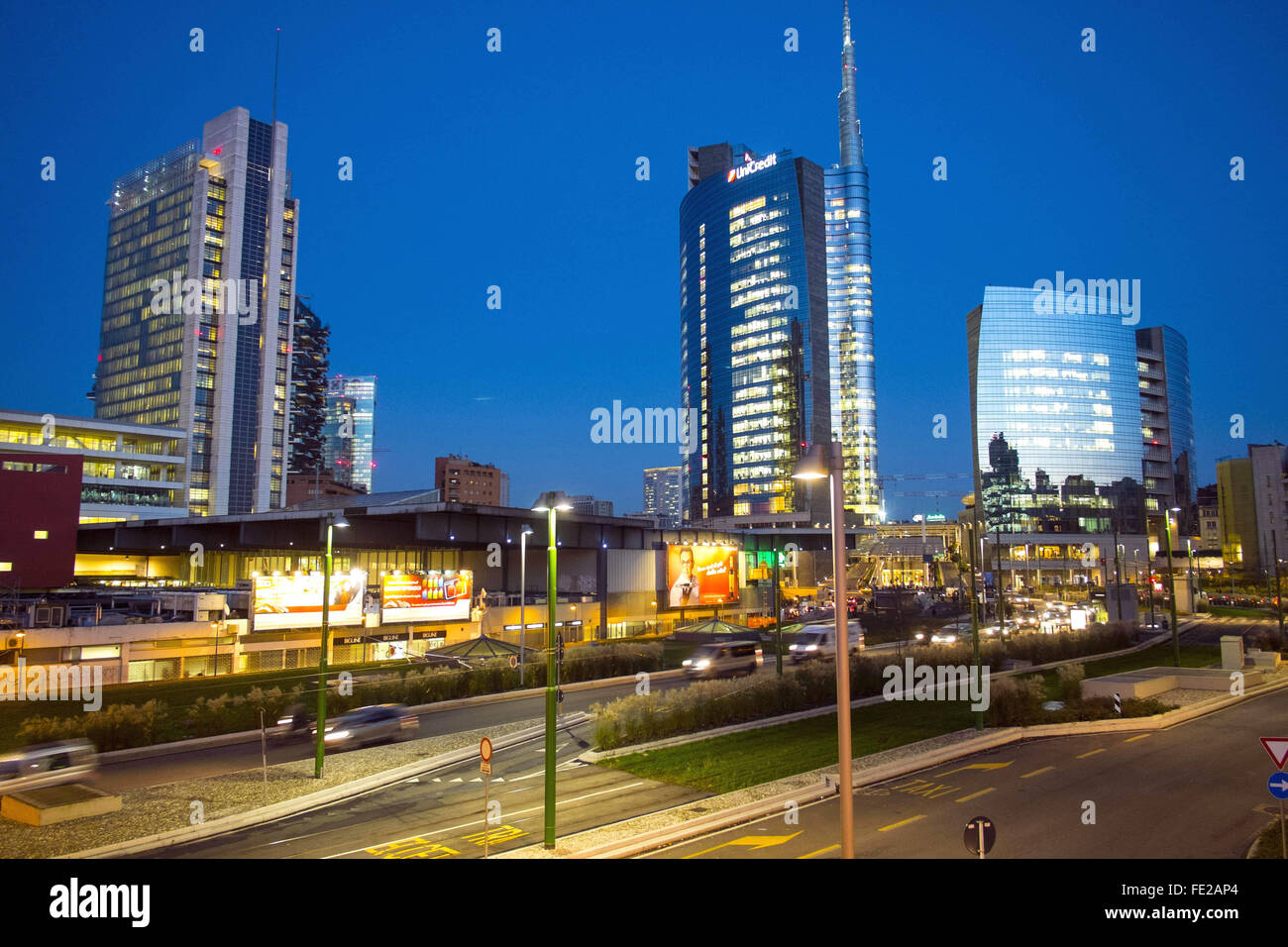 New buildings constructed in the area of Garibaldi Station, Porta Nuova District. The Unicredit Tower in the background - Stock Image
