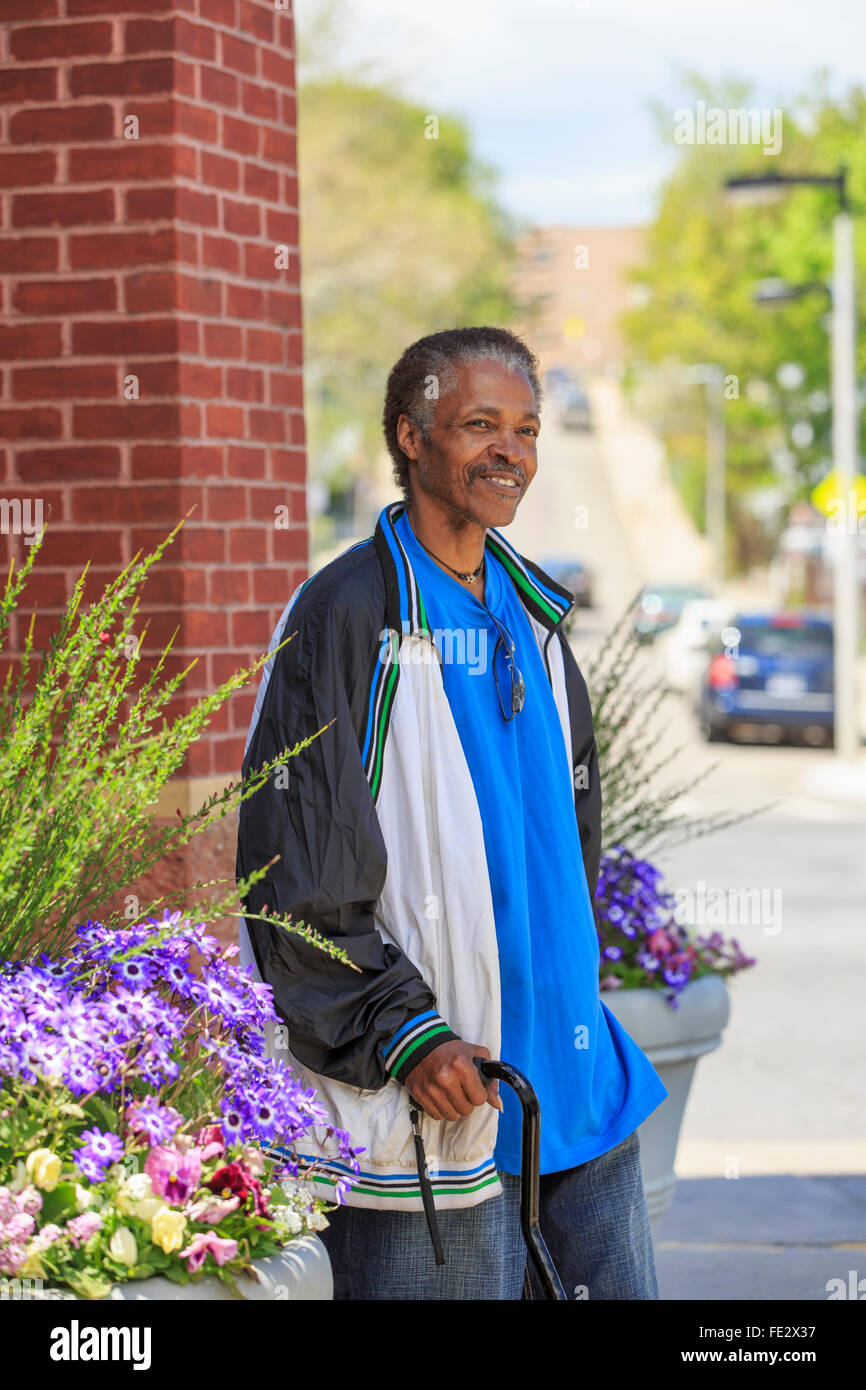 Man with Traumatic Brain Injury shopping for flowers - Stock Image